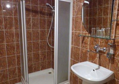 Koupelna v třílůžkovém pokoji